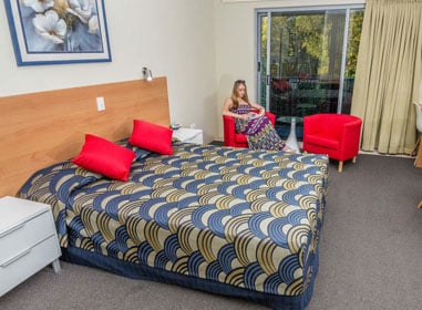 king bedroom with dining, study and coffee table by nambour heights motel